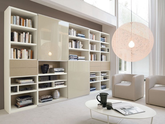 Scaffali da soggiorno usi e stili pi moderni - Soprammobili moderni per soggiorno ...