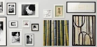 Cornici da parete per il soggiorno arricchire il salotto con ricordi - Cornici da parete ikea ...