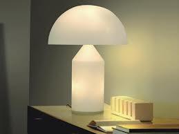 Lampade da tavolo in soggiorno: oltre la classicità, nuovi usi